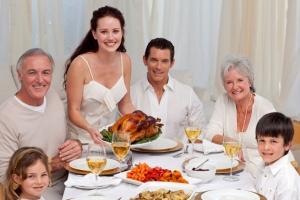 extended-family-thanksgiving-dinner
